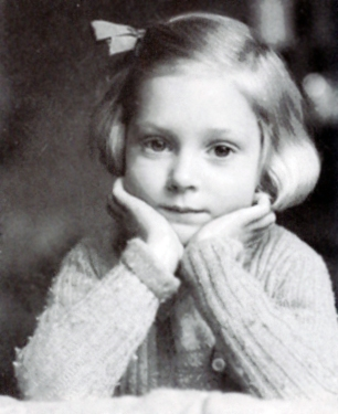 Young Jane Goodall loved animals, books, and books about animals. (Courtesy of Jane Goodall Institute )